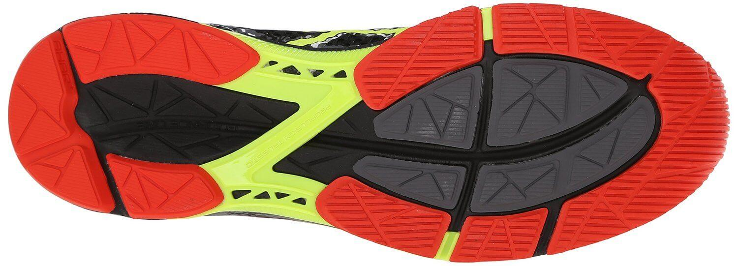 the outsole of the Asics Gel Noosa Tri 11 has numerous flex grooves for greater surface control