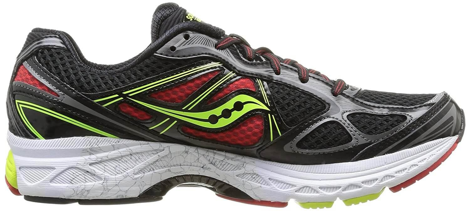 In lieu of the ProGrid, the Saucony Guide 7 uses a Power Grid midsole.