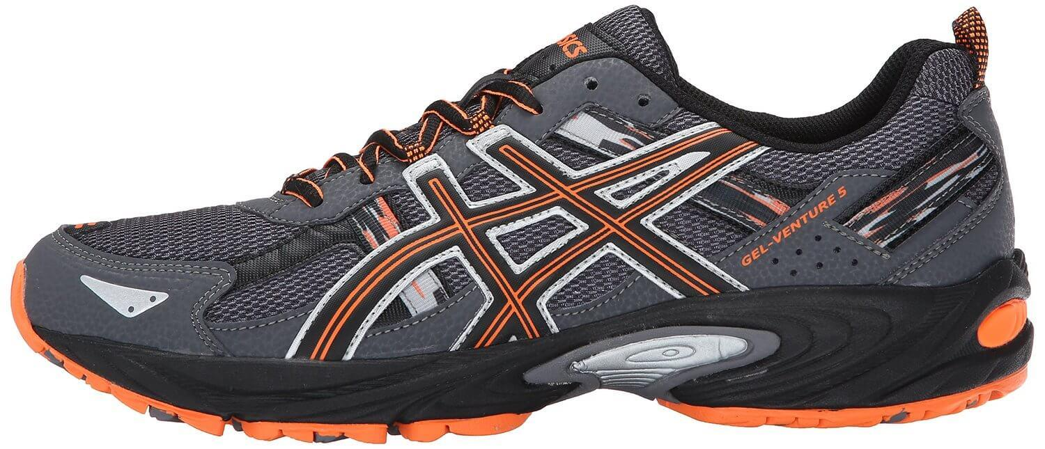 the overlays of the Asics Gel Venture 5 provide structure and a lightweight measure of protection against the elements that can be found on the trail