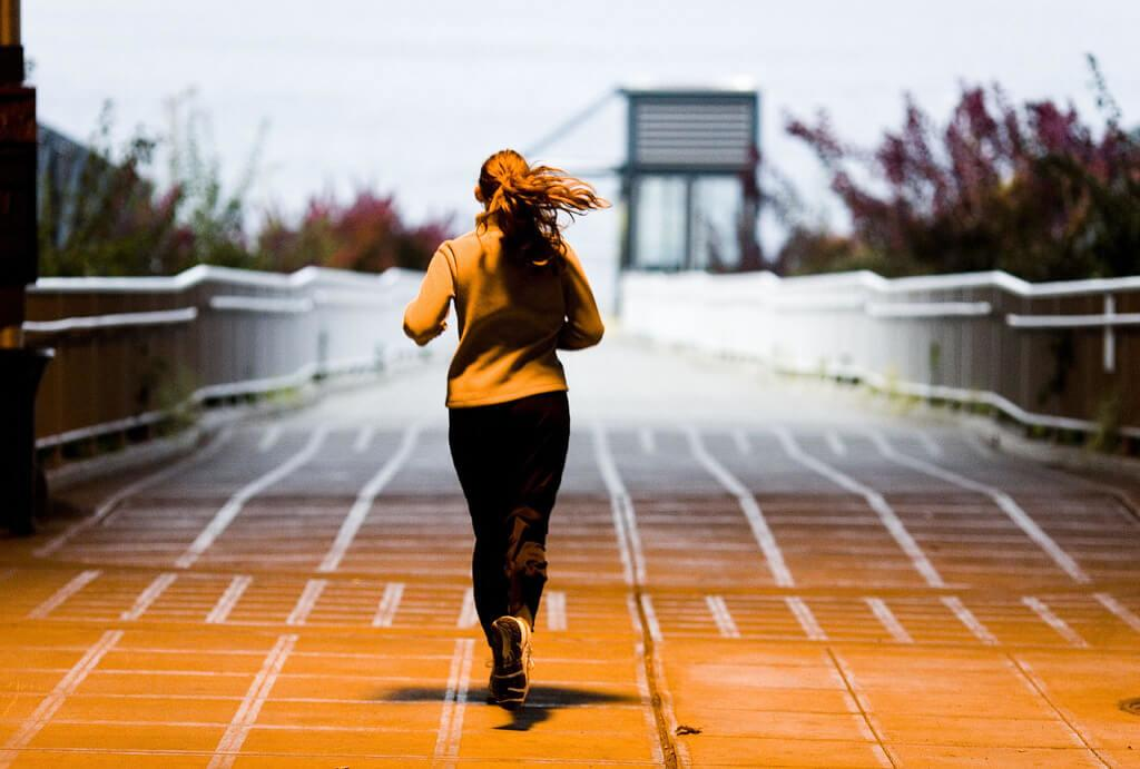 staying-safe-running-solo-track-runner