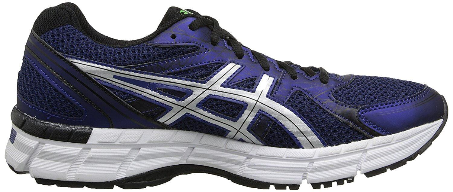 A side view of the Asics Gel Excite 2