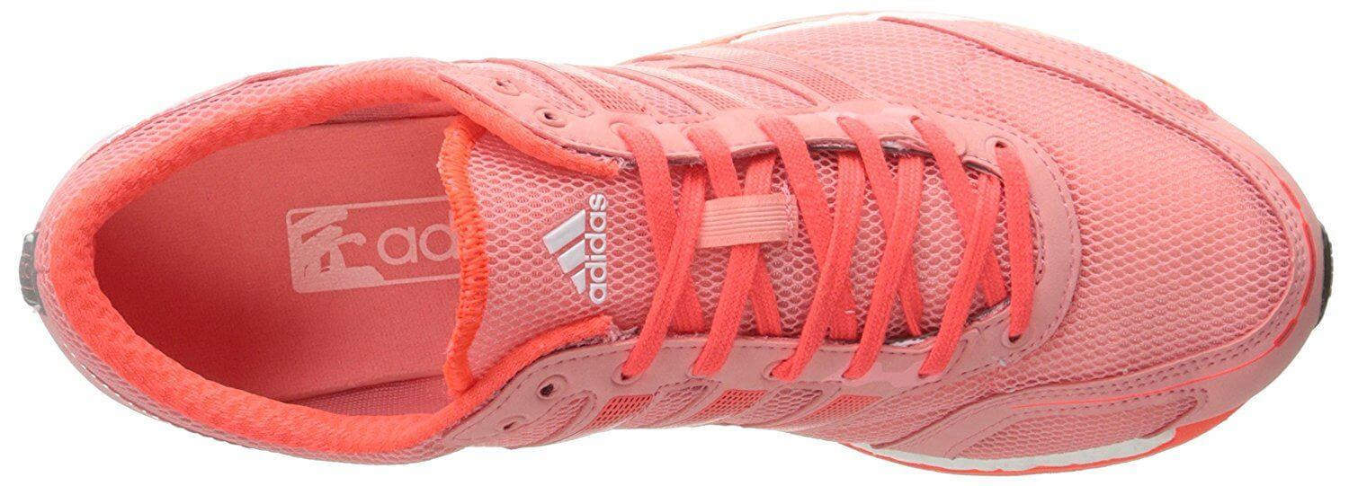 The Teijin Japanese mesh used in the upper does an excellent job in adapting to the shape of the runner's foot.