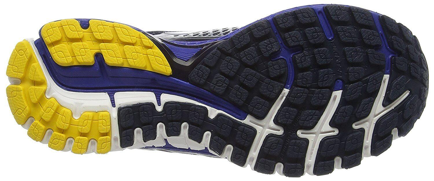Brooks Defyance 9 treads provide traction on asphalt and pavement.