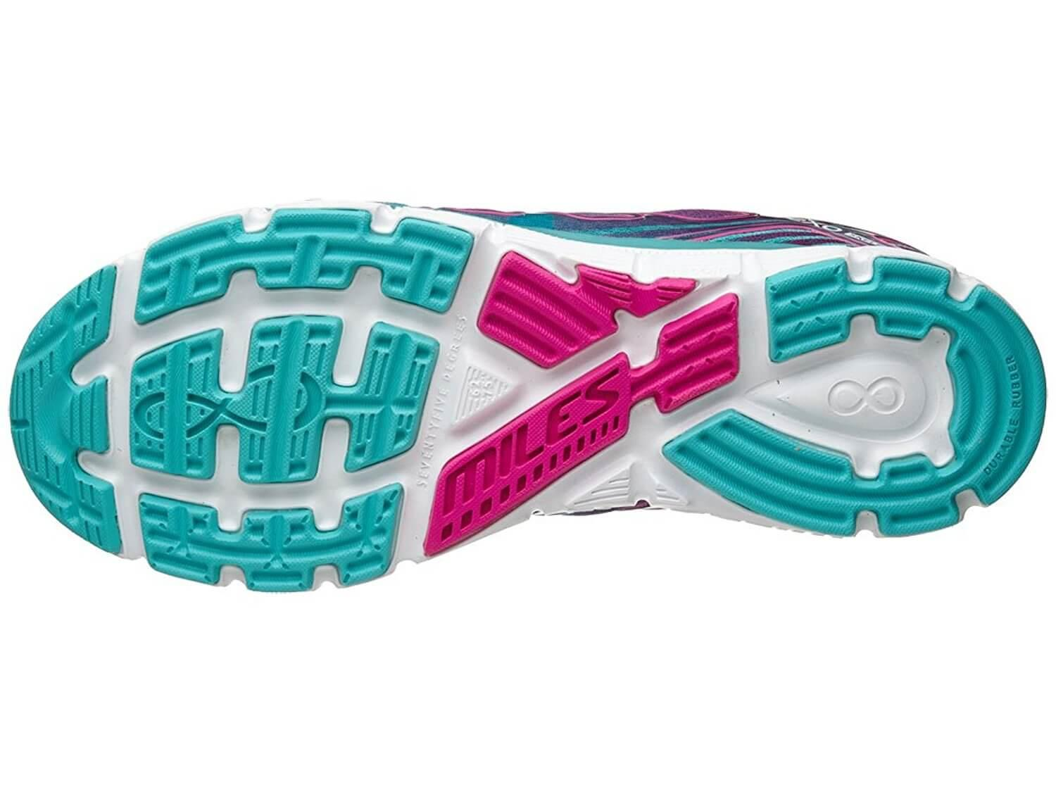 Take a look at the unique tread and outsole design of the Salming Miles