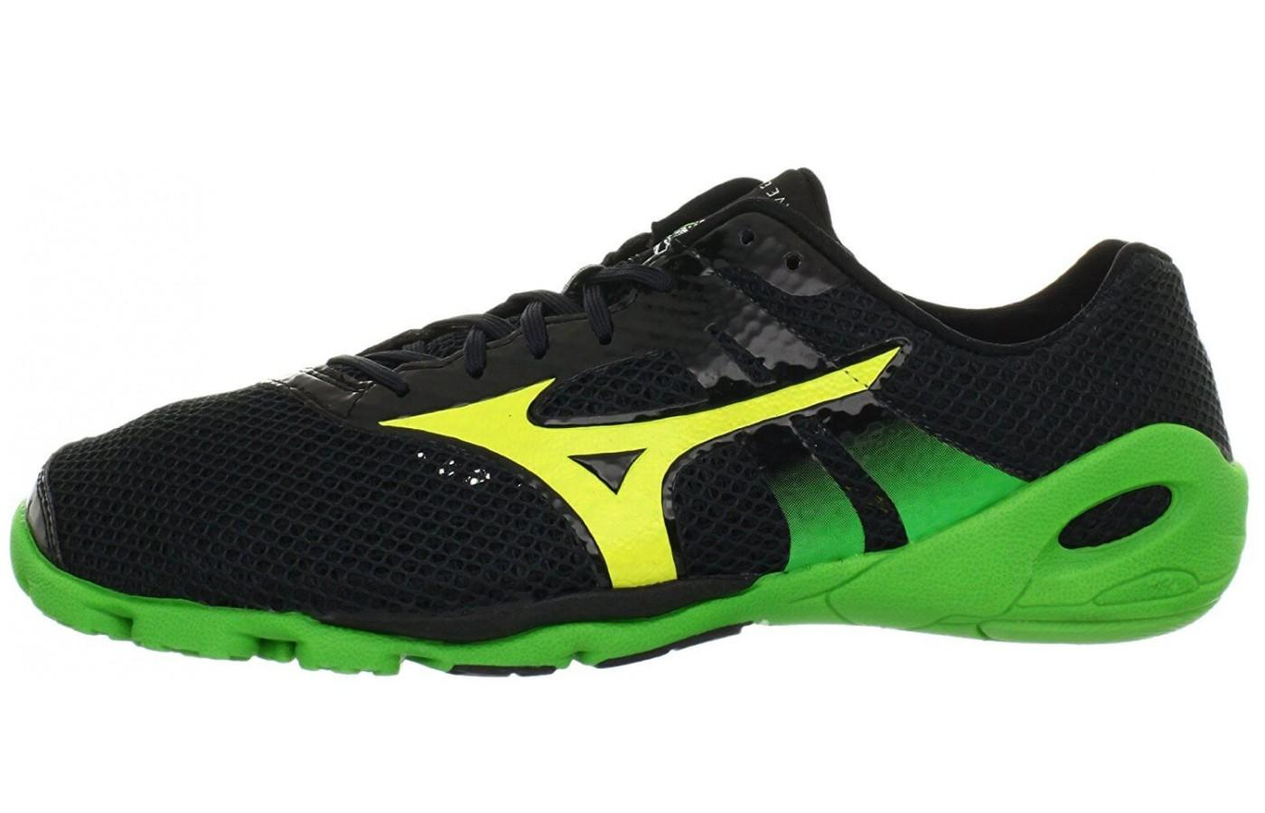 The color stylings on the Mizuno Wave Evo Levitas are striking