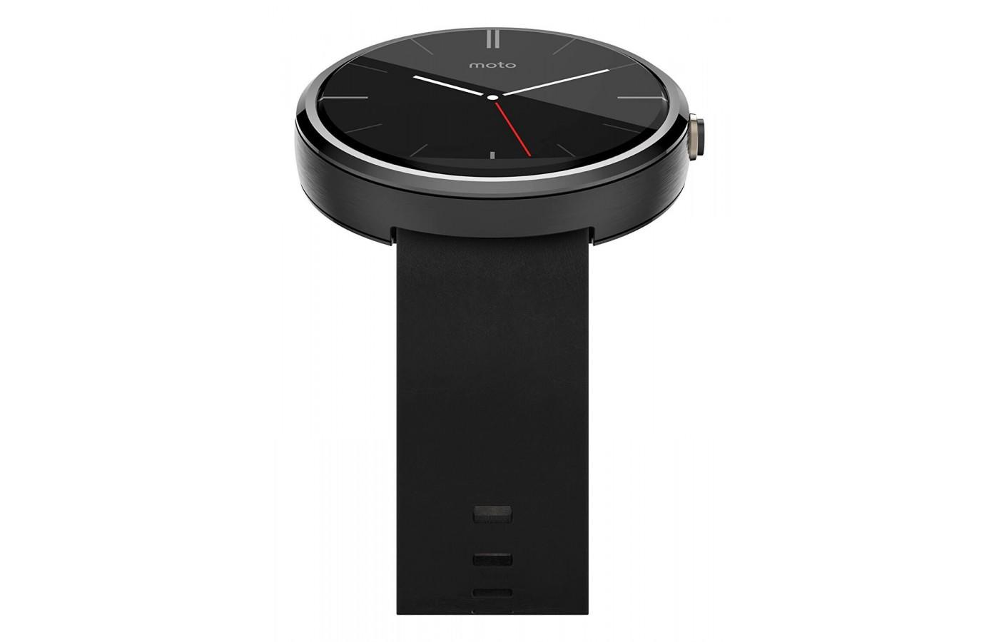 Motorola Moto 360 (1st gen.) has a built in heart rate monitor