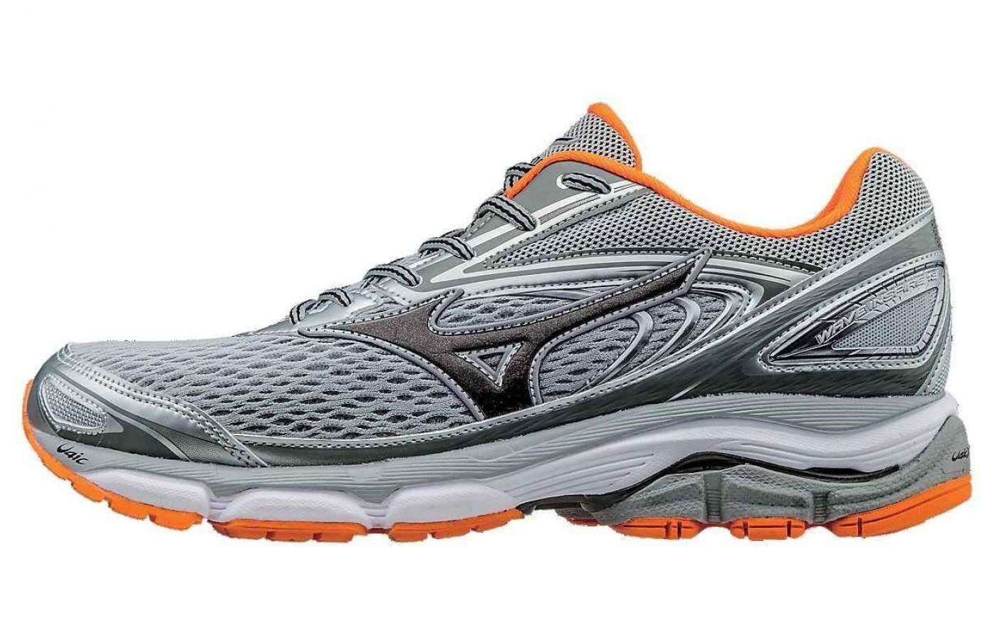 Mizuno Wave Inspire 13 in orange accented colorway