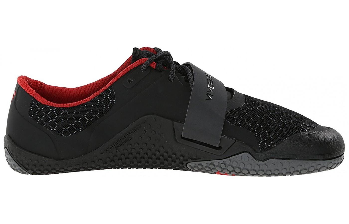 The shoe lacks any added cushioning and cumbersome stability features in the midsole.