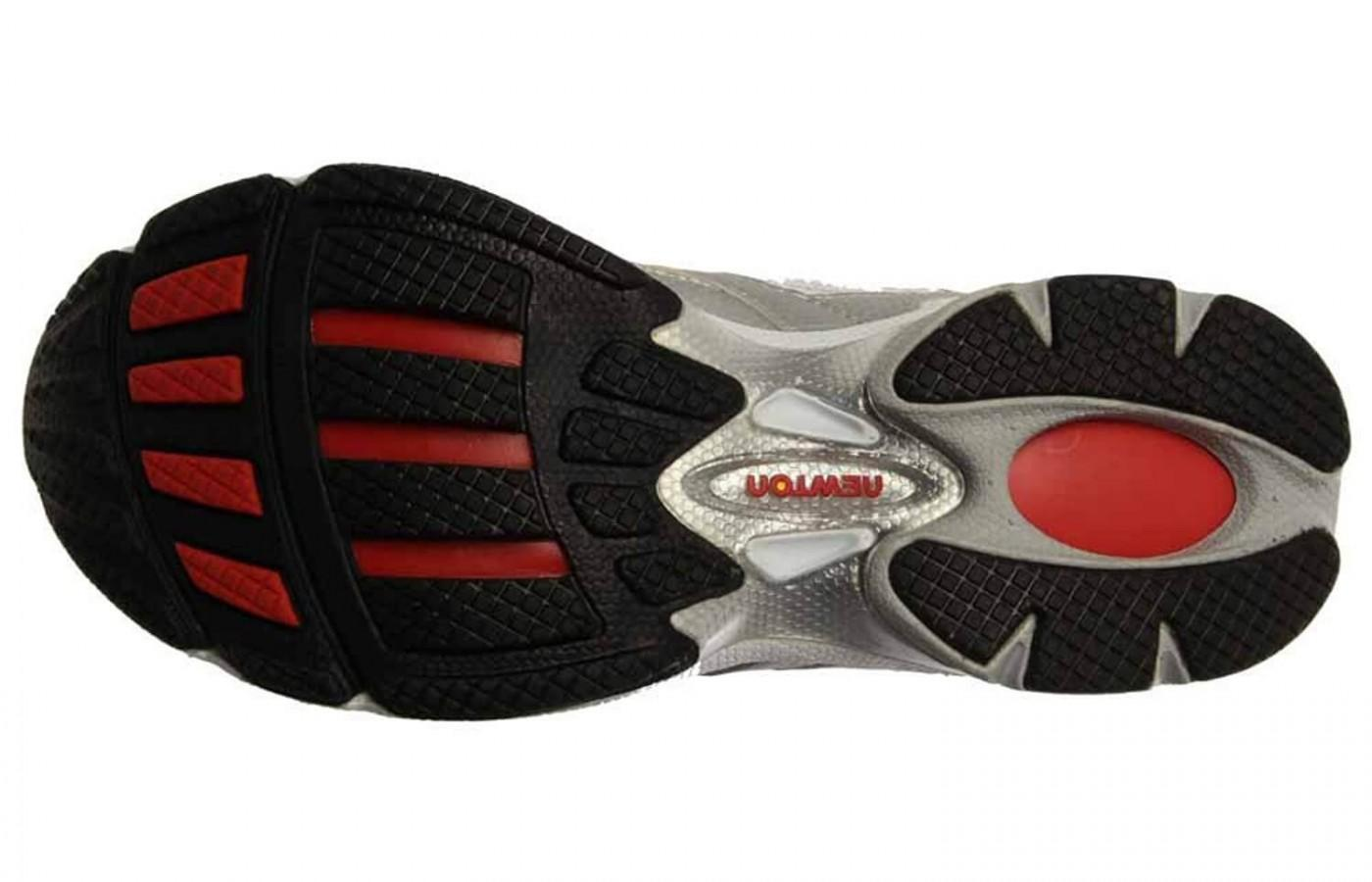 The outsole features a durable carbon rubber and flex grooves.
