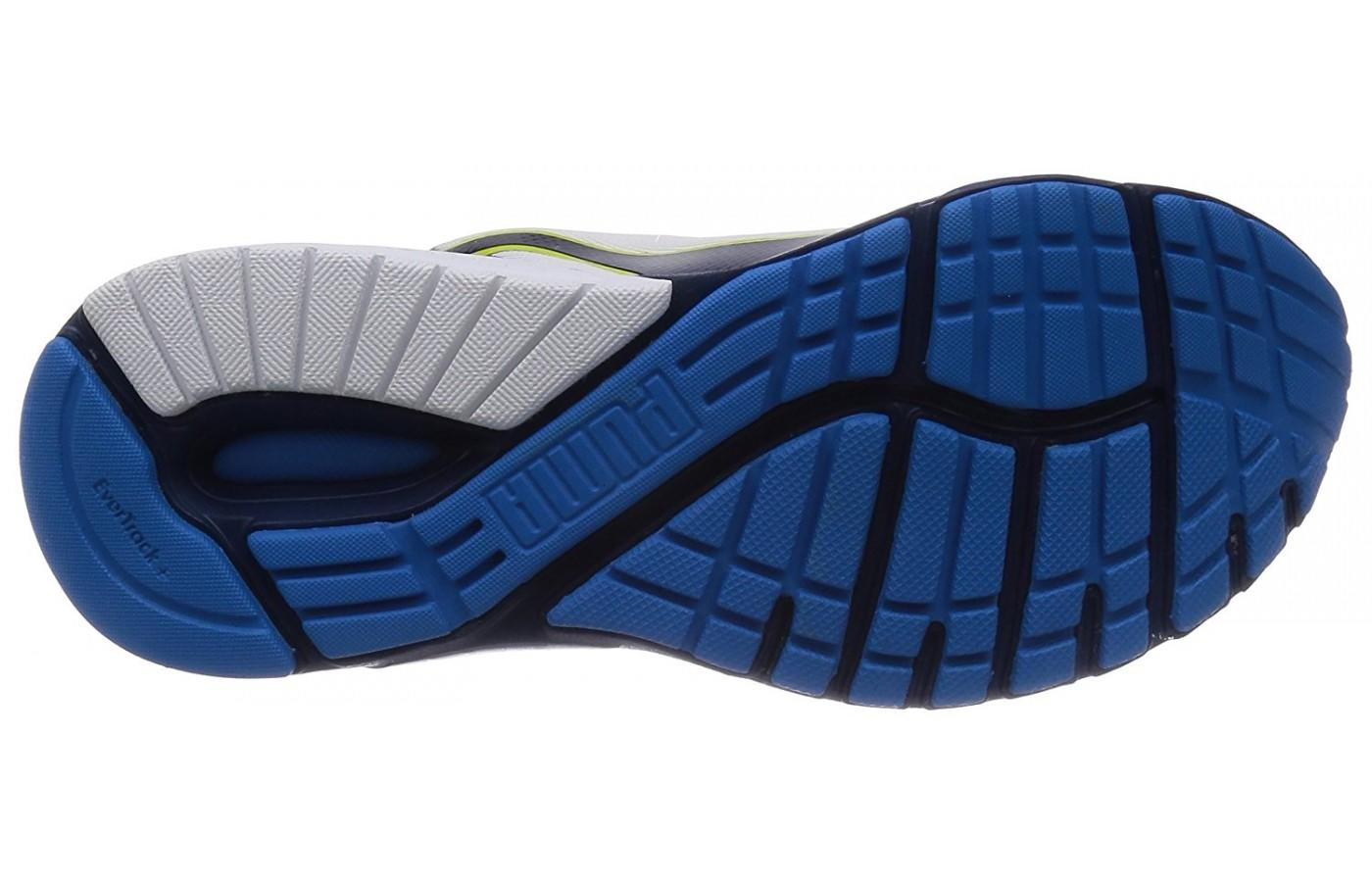 The flex grooves of the underfoot add traction and durability. eda8a79e9