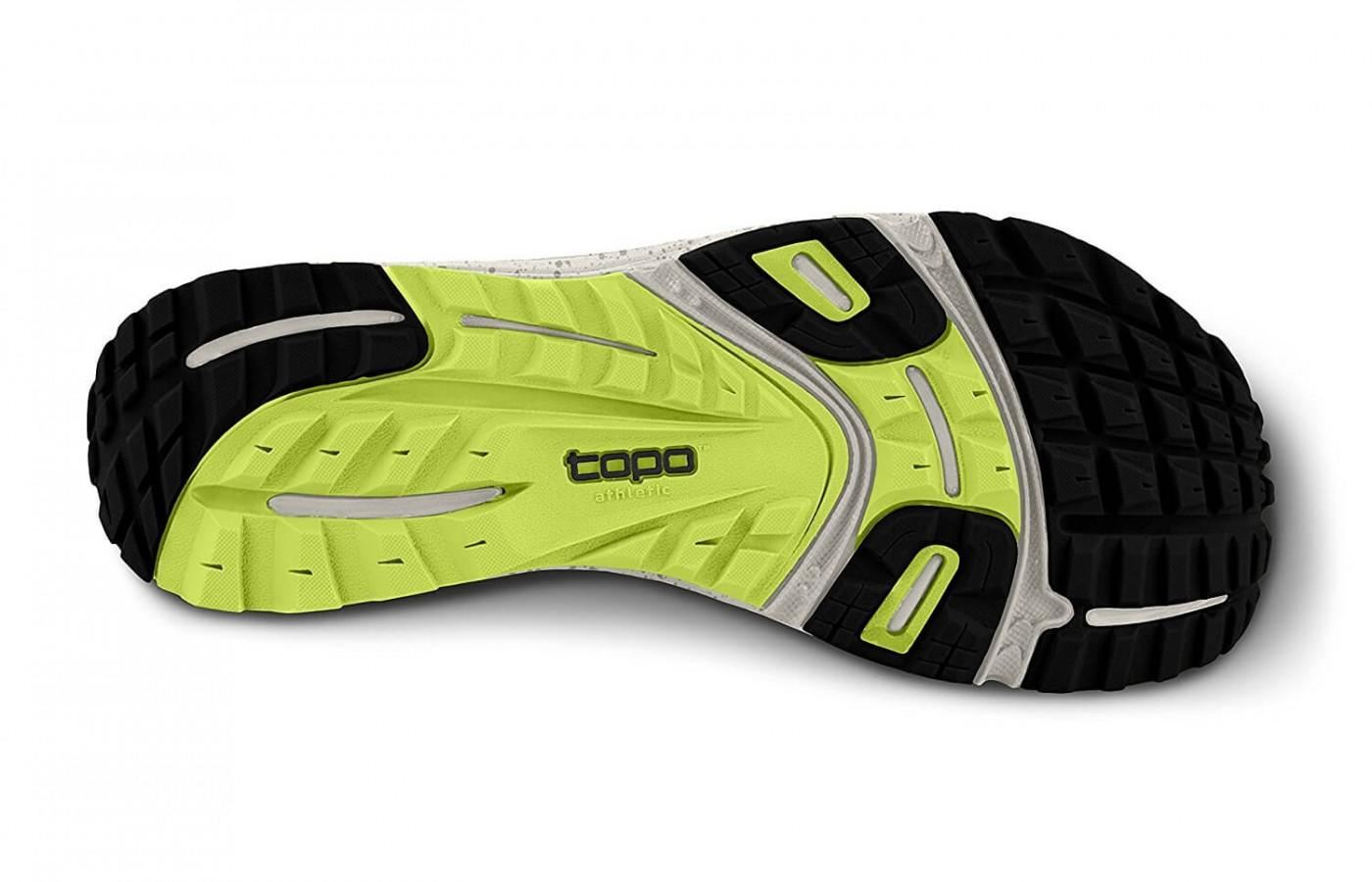 the outsole of the Topo Athletic MT-2 is studde with numerous shallow lugs and both horizontal and vertical flex grooves