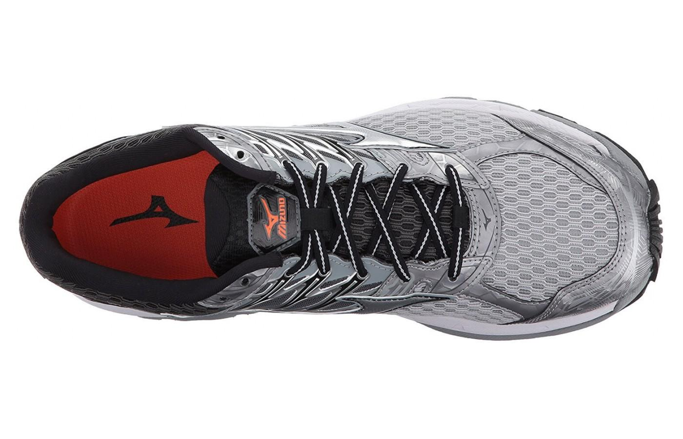 Men's Wave Paradox 4 has a breathable mesh upper