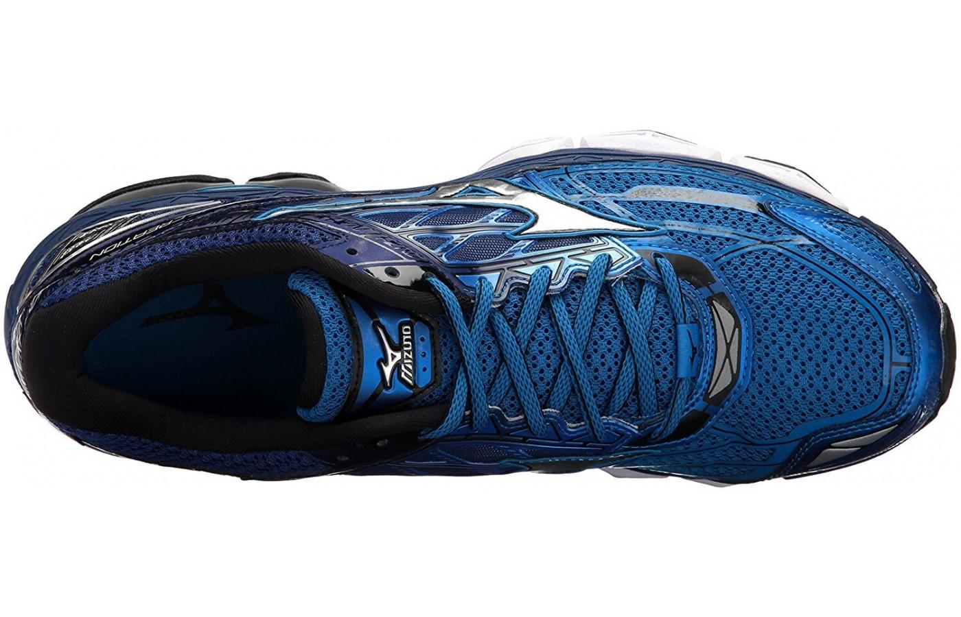 The Mizunoe Wave Creation 19 features a moisture wicking, removable anatomic sockliner