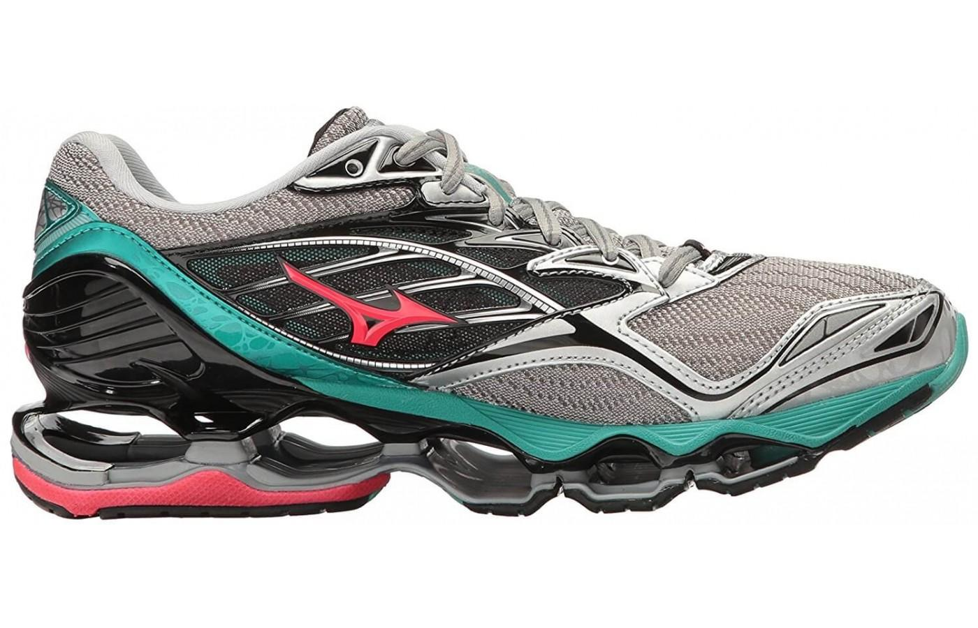 The innovative Infinity Wave midsole offers a comfortable ride,