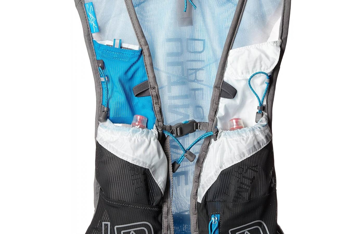 the Ultimate Direction SJ Ultra Vest 3.0 features sternum straps to cinch the vest to a close fit