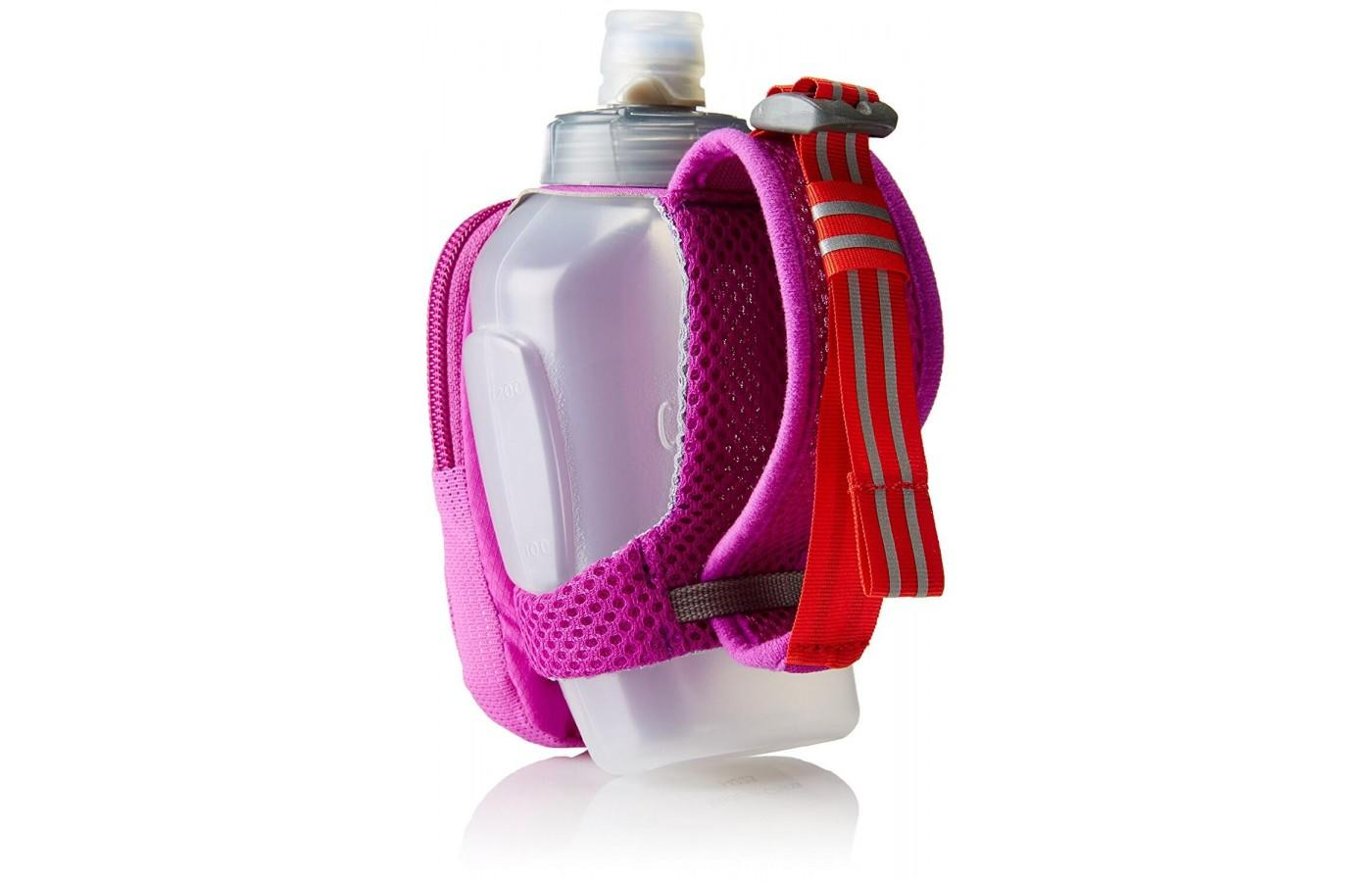 The Camelbak Arc Quick Grip Handheld Water Bottle features TruTaste technology