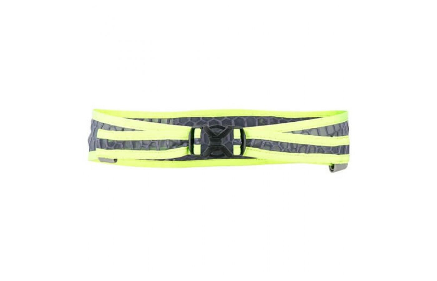 Two straps are used to secure the UltrAspire Lumen 600 to a runner's body.