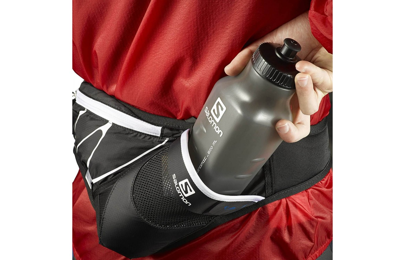 Good view of water bottle holster of Salomon XR Sensibelt