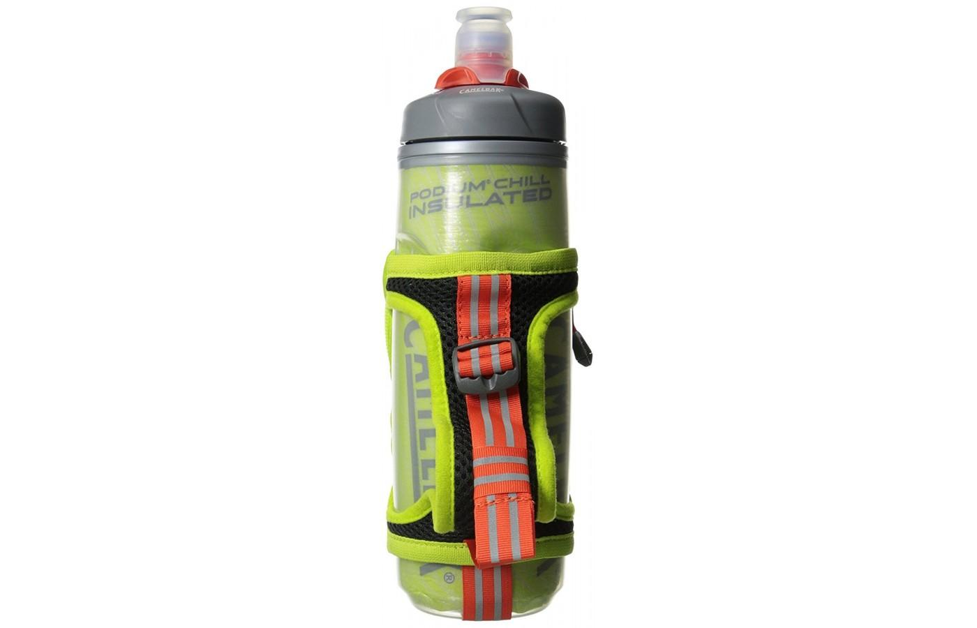 With reflective detailing on the bottle and strap, Camelbak Quick Grip Chill Handheld Water Bottle creates added visibility for dark conditions