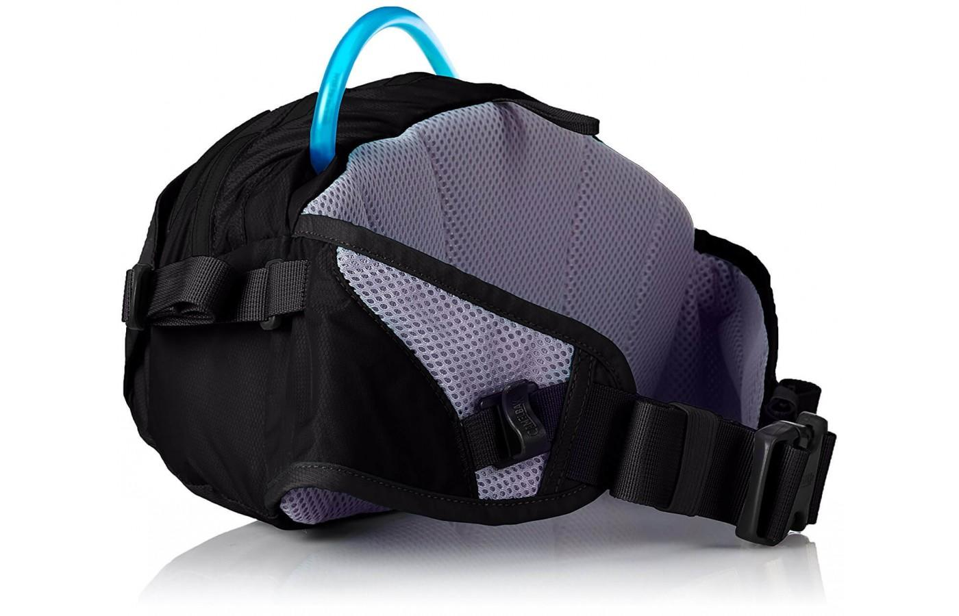 A long hose enables runners to drink from the CamelBak Flash Flo LR Belt without unzipping any pockets.
