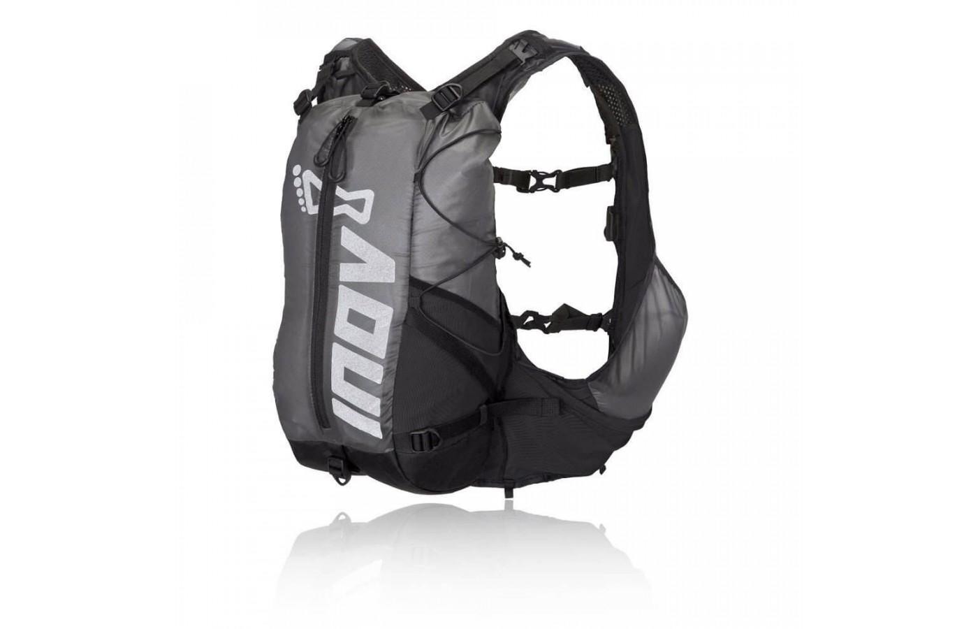 Inov provides runners with the option of attaching the 15 liter bag for longer adventures.