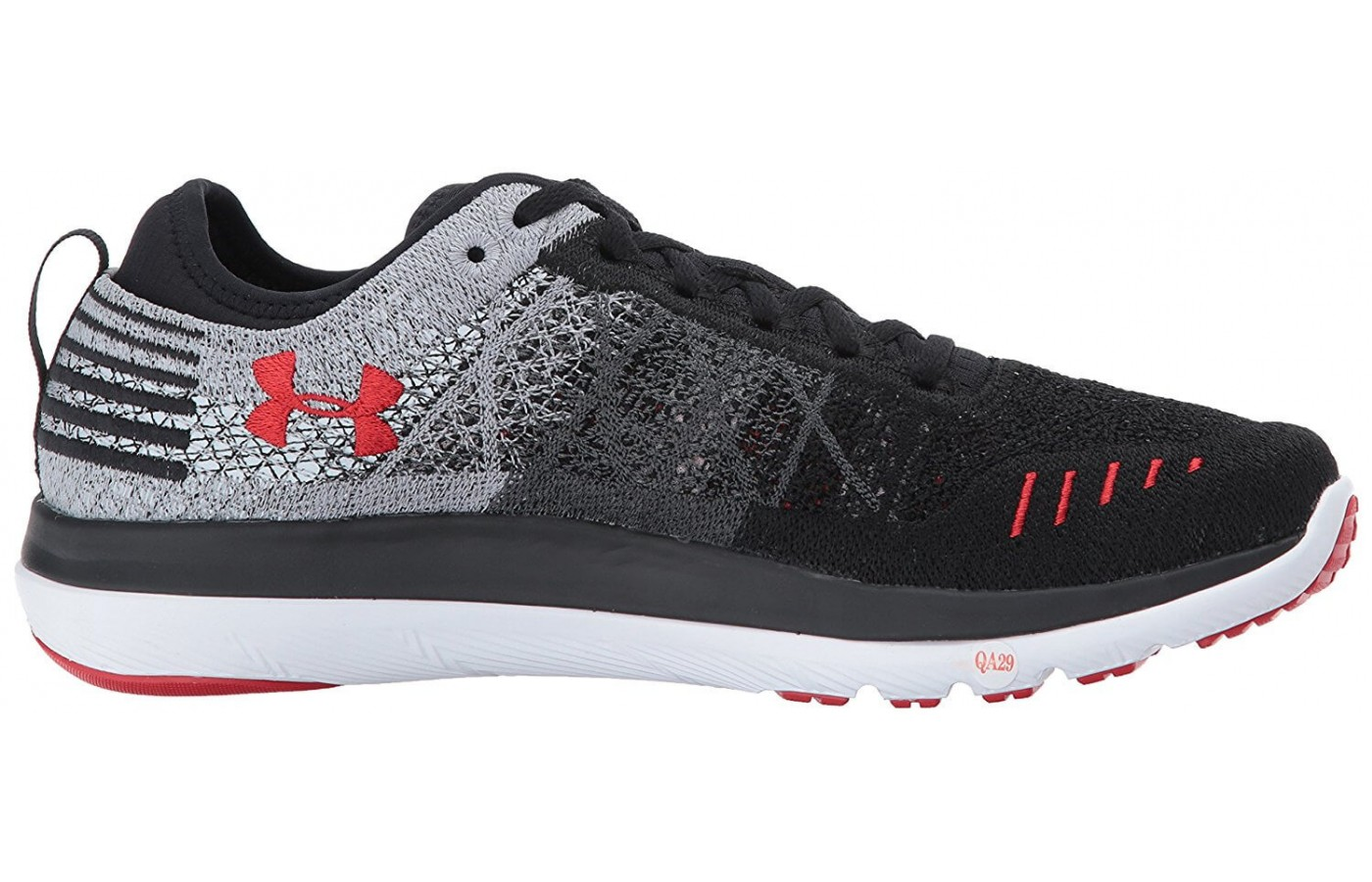 UA Threadborne Fortis 3 provides a unique upper and a cushioned midsole.