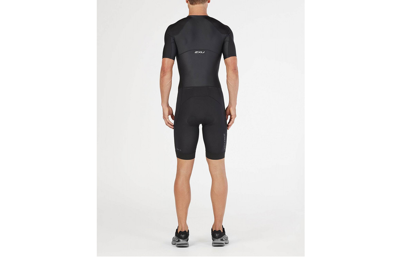 The 2XU Compression Full Zip Sleeved Trisuit helps to reduce DOMS.
