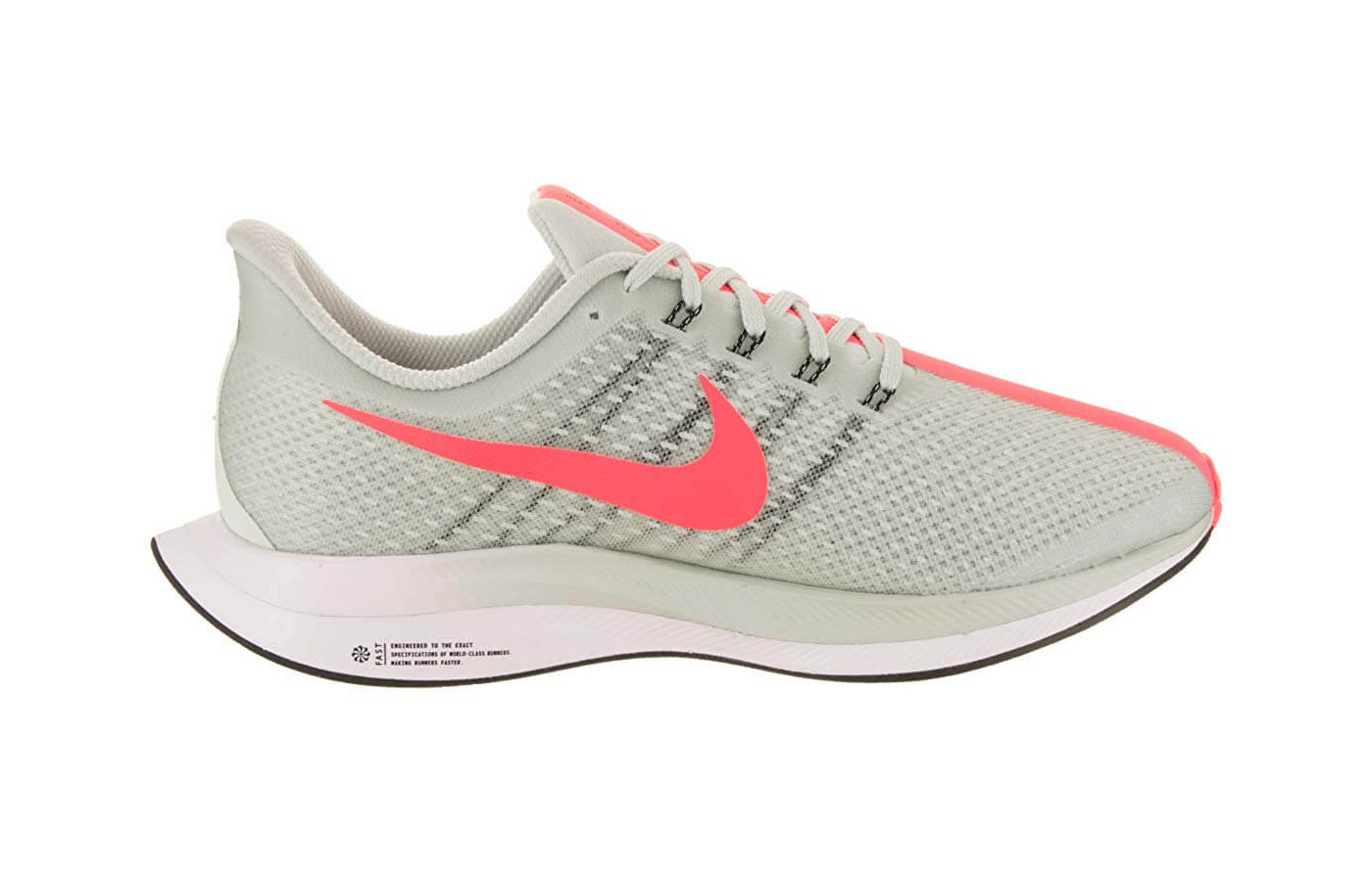 Its translucent mesh upper gives the Zoom Pegasus Turbo increased breathability.