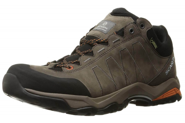 The Scarpa Moraine Plus GTX gives a comfortable waterproof wear that completely protects the hiker.