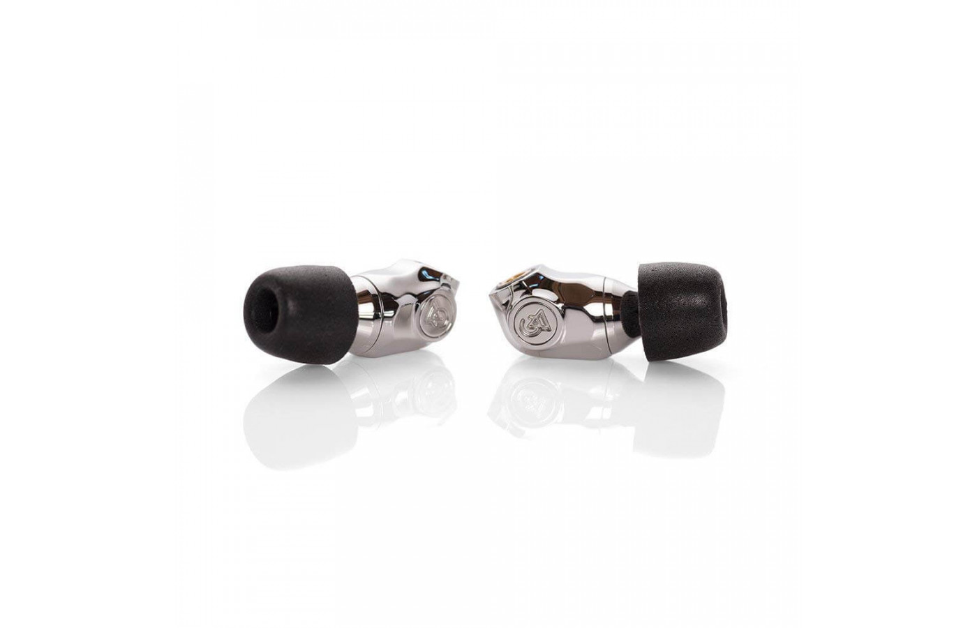 The Comet comes with three different ear tips in various sizes.