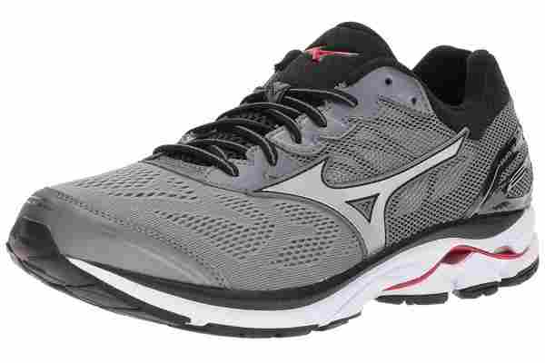 The Mizuno Wave Rider 21 is a cushiony and responsive running shoe
