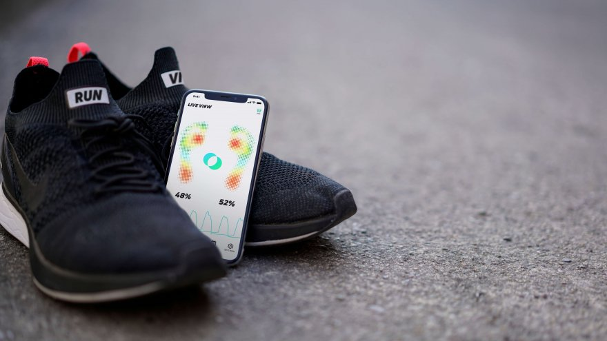 RUNVI is a smart insole that provides precies and in-depth data of the run.