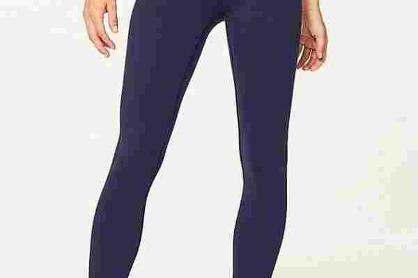 The best CrossFit leggings like theese from Lululemon are comfortable, stretchy and have a great fit.