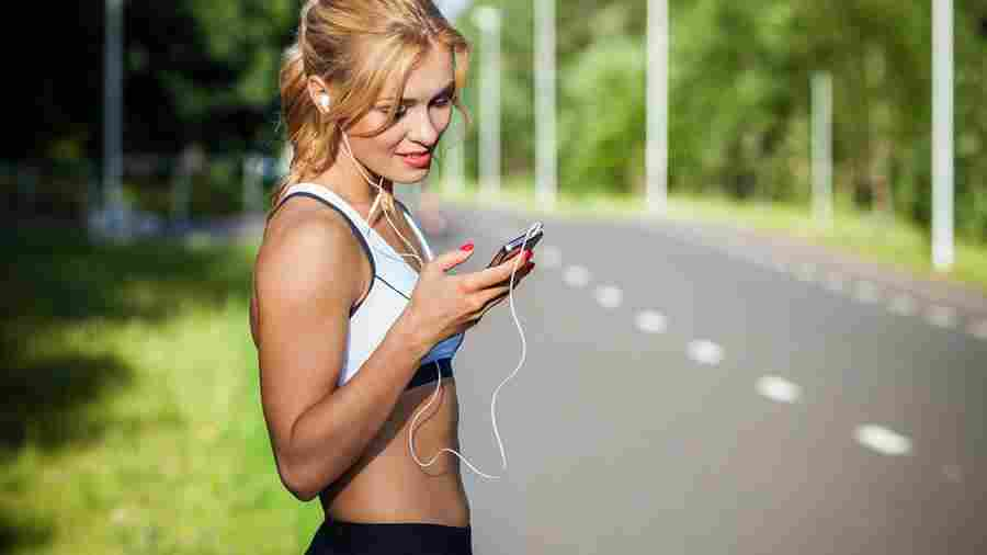 runner-music-headphones