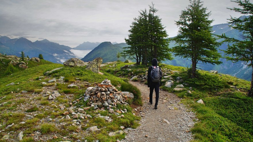 how hiking can make you a better runner