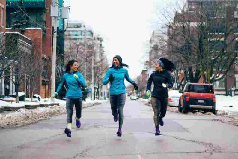 female-runners-winter
