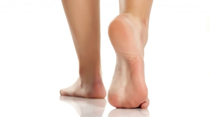 Am I an Under or Overpronator? Here's How to Do a Pronation Test