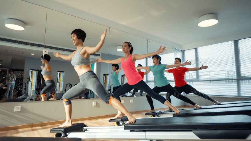 The differences between reformer pilates and pilates on a mat.