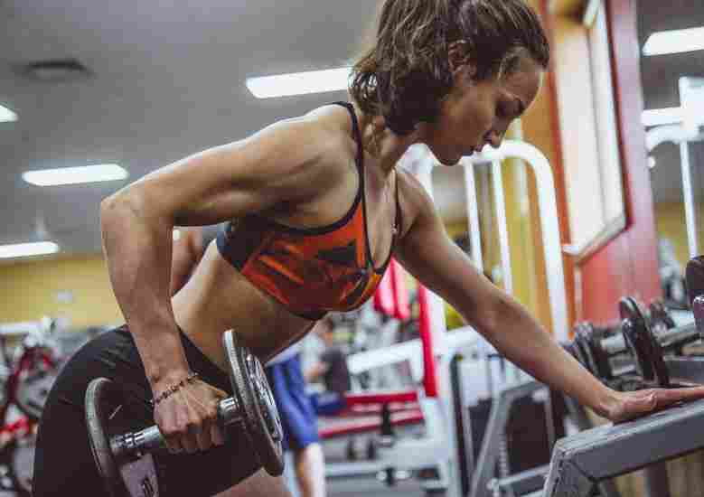 should you lift heavier weights at lower reps or lighter weights at higher reps? let's find out!